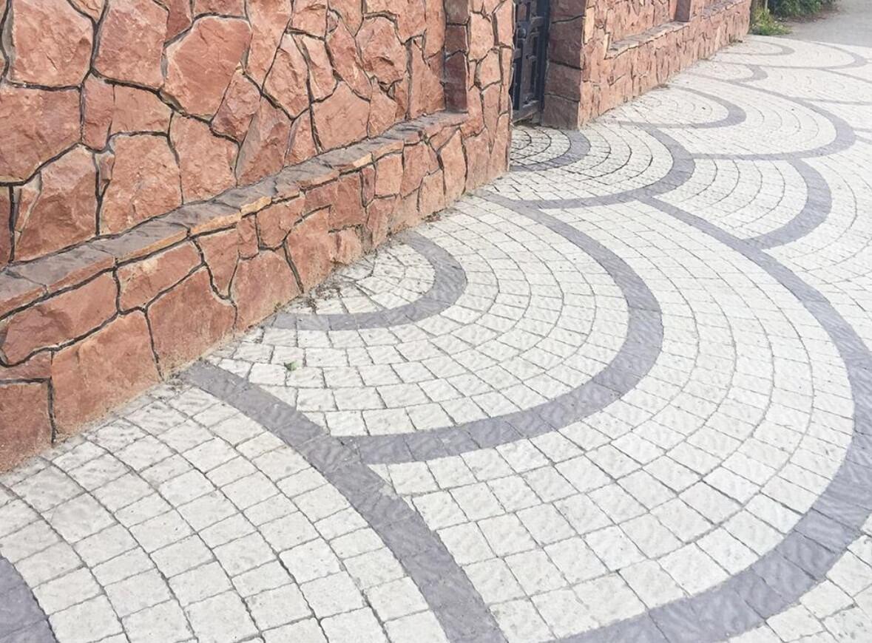 квадратная тротуарная плитка ФОТО